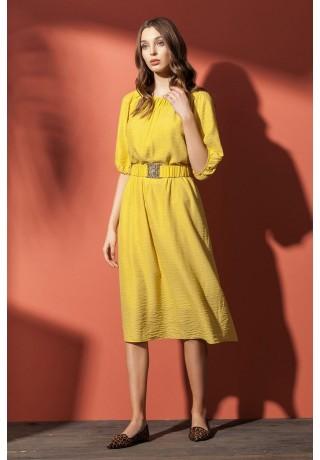 7e4bb71a7 5834 Летнее платье выполнено из натуральной ткани с эффектом «креш», длиной  за колено, разведенное к низу. Планка по округлому вырезу горловины  присборена.